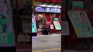 ギャンブルでボロ負けした男性、パチンコ店前で魂の叫びをあげる